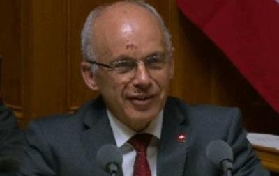 Министр обороны Швейцарии разбил лицо, упав с велосипеда – СМИ