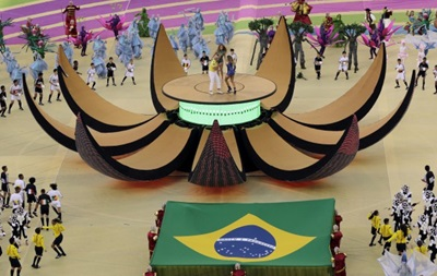 Фотогалерея. Футбольная сказка: В Бразилии красочно открыли чемпионат мира