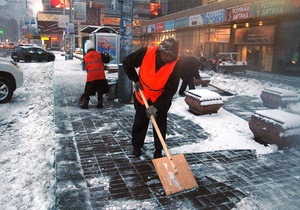 Попов: Киев от снега убирают в долг