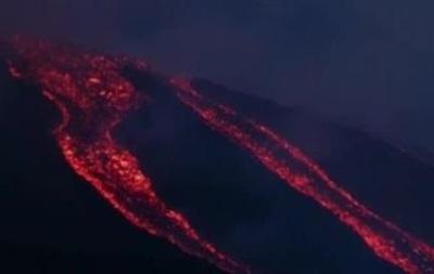 Извержение Этны на Сицилии остановило авиасообщение