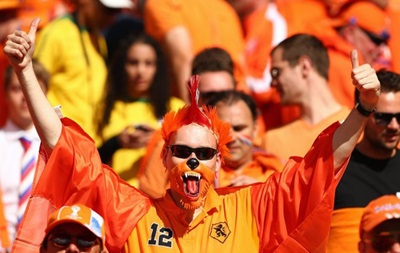 Фотогалерея. Оранжевые безумцы и пришелец из Чили: Лучшие фото фанатов на ЧМ-2014