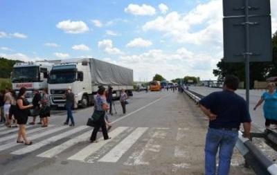 Верните сыновей с Донбасса. Солдатские матери перекрыли автодорогу