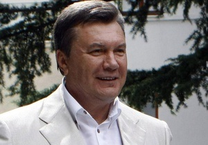 АП: Янукович активно работает в Крыму