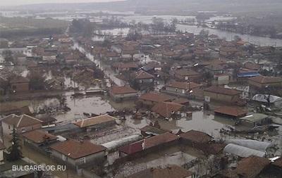 Проливные дожди стали причиной наводнений в ряде городов Болгарии, есть жертвы