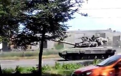По Горловке проехала колонна военной техники