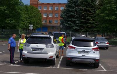 Донецкая милиция эвакуировала автомобили граждан из зоны аэропорта