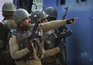 В Индии двое боевиков почти сутки удерживали гостиницу