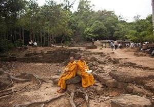 В камбоджийском храме, где проходили съемки Лары Крофт, обнаружили большую статую Будды