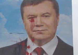 По фактам повреждения билбордов с Януковичем возбуждено уже четыре дела