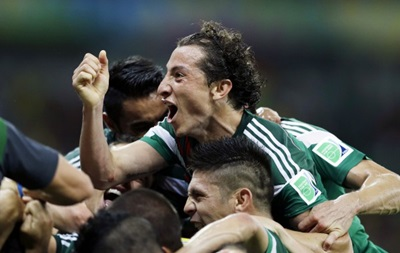 Чемпионат мира по футболу: Бразилия громит Камерун, Мексика выбивает Хорватию