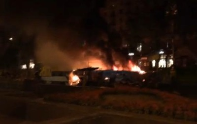 В Киеве на Майдане ночью горела баррикада