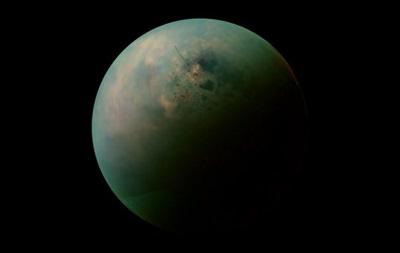 На спутнике Сатурна обнаружили загадочный остров