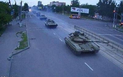 По Луганску прошла колонна боевой техники без опознавательных знаков - СМИ
