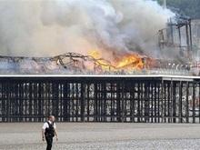 В Британии пожар уничтожил исторический причал