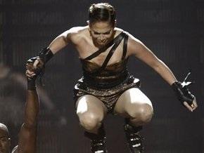 Дженнифер Лопес упала во время церемонии American Music Awards