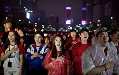 Футболистов Южной Кореи забросали ирисками в аэропорту по прилету с ЧМ-2014