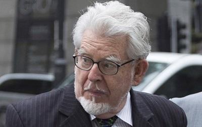 Певец Рольф Харрис признан виновным в растлении детей