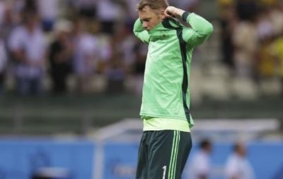 Алжирские фанаты попытались ослепить вратаря сборной Германии