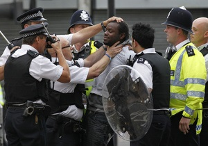 В Великобритании уже арестовали 1600 участников беспорядков