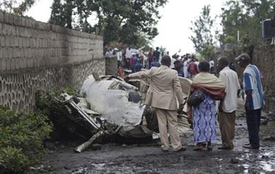 В Кении грузовой самолет упал на здание