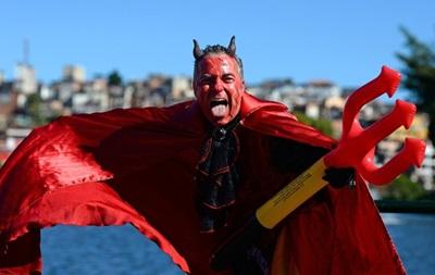 Фотогалерея. Мокрые аргентинцы и радость дьявола: Лучшие кадры фанатов на ЧМ-2014