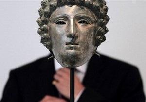 Древнеримский шлем, найденный археологом-любителем, продали за $3,6 млн