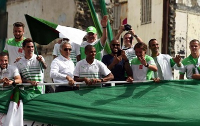 Тысячи болельщиков встретили сборную Алжира после возвращения с ЧМ-2014 (видео)