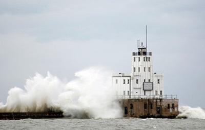 Приближающийся к США ураган Артур усилился до второй категории