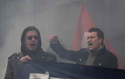 В Петербурге забросали дымовыми шашками консульство США