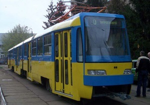 Азаров поручил пустить трамвай на Троещине в мае