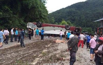 В Китае перевернулся туристический автобус: погибли люди