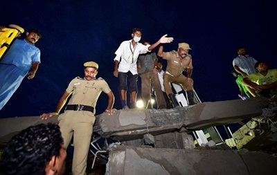 11 человек погибли в результате обрушения здания в Индии
