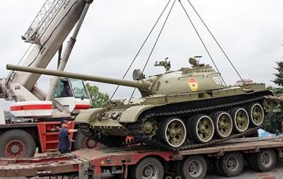 Ополченцы  вывезли танк из музея войны в Донецке