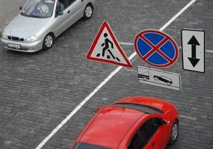 Венгерский министр избежал скандала, заплатив штраф за парковку под запрещающим знаком