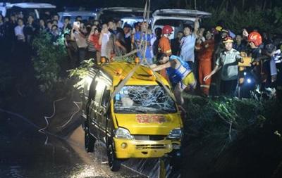 В Китае затонул микроавтобус с детьми: 11 человек погибли