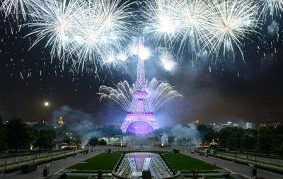 В Париже устроили сказочный салют
