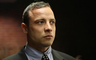 Бегун-ампутант Оскар Писториус, обвиняющийся в убийстве, подрался в ночном клубе