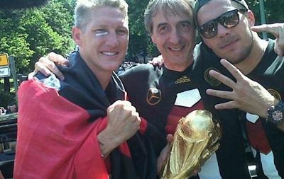Фотогалерея. У Берліні зустріли збірну Німеччини