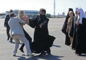 Обнажившуюся перед патриархом Кириллом активистку FEMEN могут арестовать