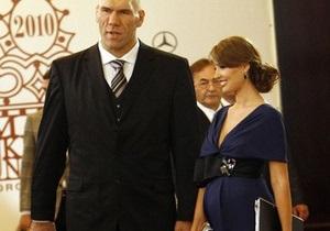 Александра Николаенко ждет ребенка от 72-летнего мужа-миллиардера