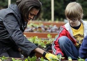Мишель Обама посадила у Белого дома овощи