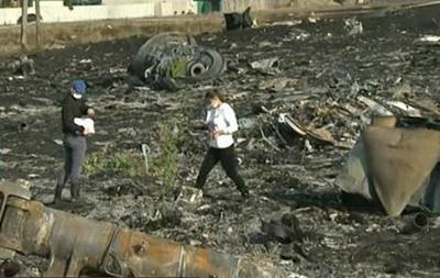 Следователи на месте катастрофы Боинга - репортаж