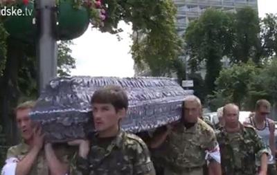 Под Раду принесли гроб с погибшим бойцом  Айдара