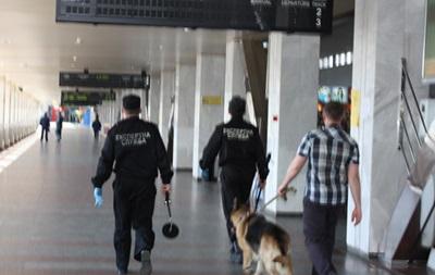 В Киеве  заминировали  станцию метро Вокзальная и еще пять объектов