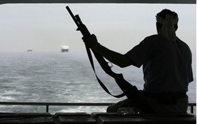 У берегов Африки пираты захватили сингапурский танкер