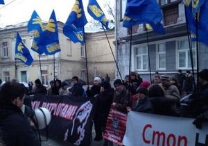 Новости Киева - Гостиный двор - Захарченко - Милицию бить нельзя никому. Захарченко отреагировал на конфликт вокруг Гостиного двора