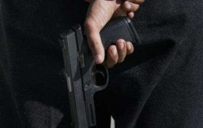 В Киеве мужчина обстрелял патрульное авто и взял в заложники милиционера