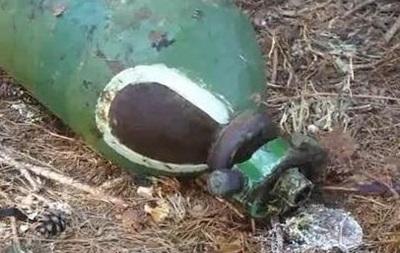 Баллоны с неизвестным газом нашли в киевском лесу