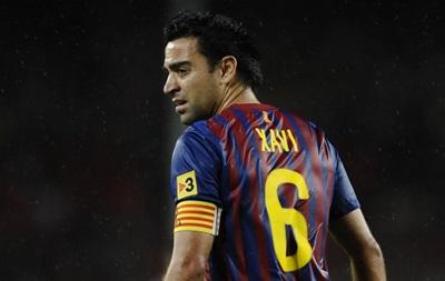 Хави больше не будет играть за сборную Испании, но остается в Барселоне