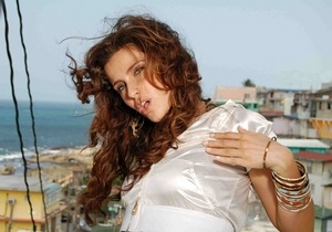 Нелли Фуртадо пожертвует полученный от Каддафи миллион долларов